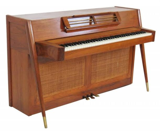 piano spinet