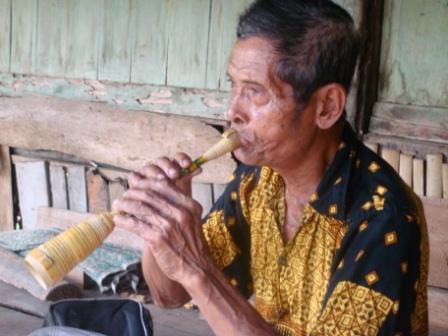 alat musik sarone