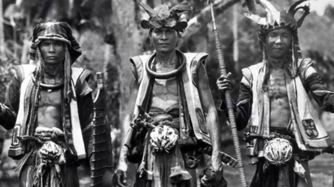 upacara adat maluku