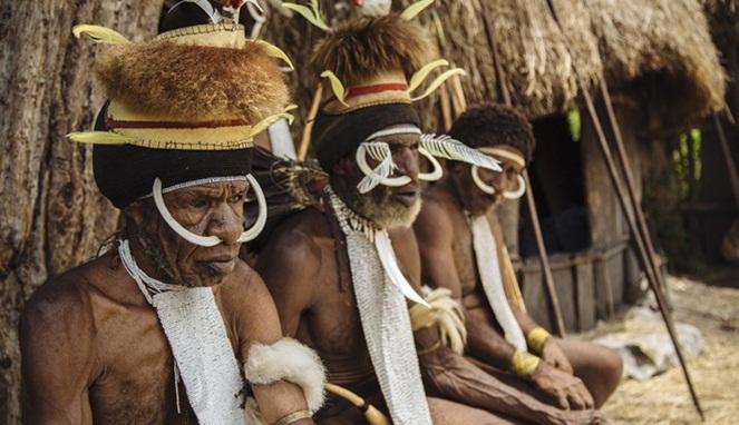 upacara adat papua