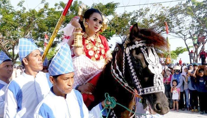 upacara adat sulawesi barat