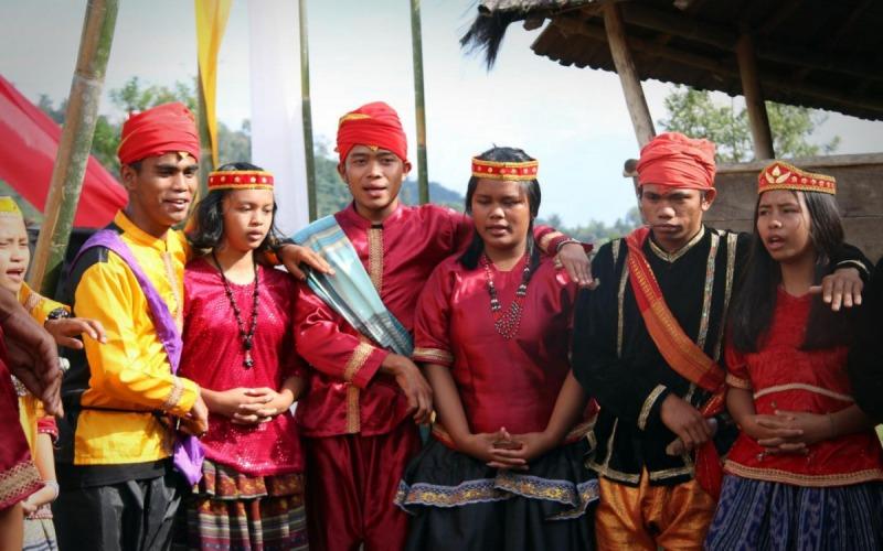 upacara adat sulawesi tengah