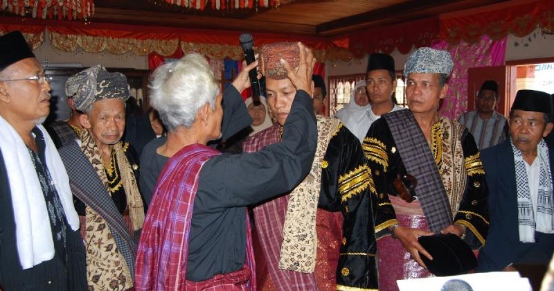 upacara adat sumatera barat